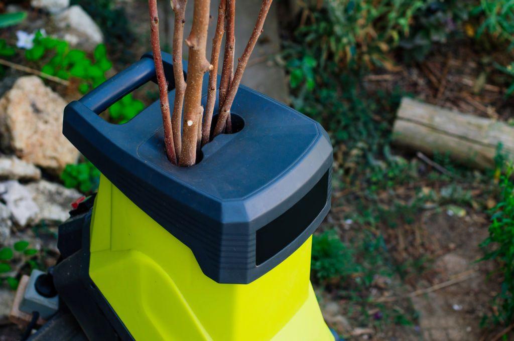 Jak bezpiecznie używać rozdrabniacza do gałęzi?